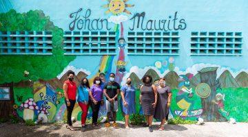 U.S. based Discover Travel LLC distributes school materials at the Johan Maurits School